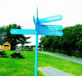 Folly-Farm-Sign-post