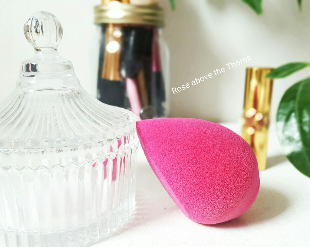 Makeup-sponge-background