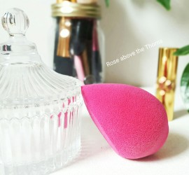Makeup-sponge-background