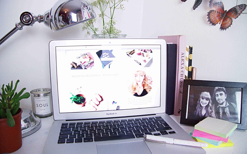 blogger-desk-space-thumbnail