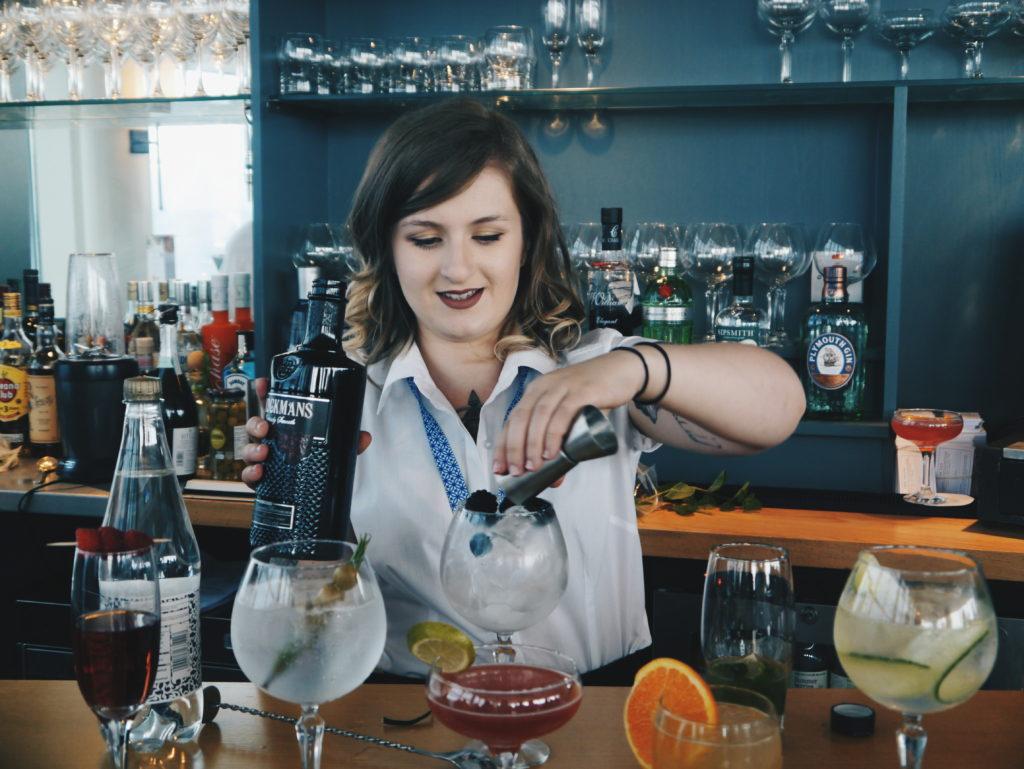 Sky-bar-cocktail-server