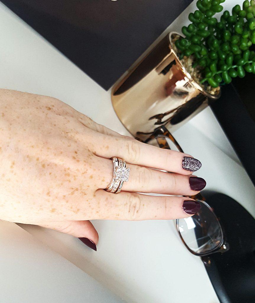 Jeulia-ring-hand-view-3